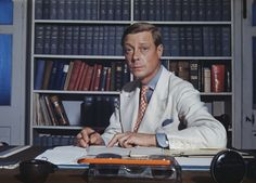 Prince Edward, Duke of Windsor, (formally H. King Edward VIII) is pictured sitting in his office at Governor House. Eduardo Viii, Edward Windsor, Edward Albert, Wallis Simpson, Grey Fox, Prince Edward, Prince Charles, British Monarchy, Prince Of Wales
