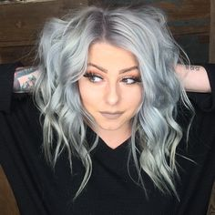 Silver dyed medium wavy hairstyle by chloe_theyoungamerican