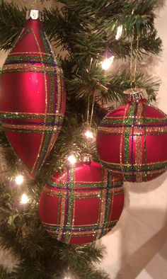 ~ Red Plaid Ornaments ~ It would be a little time consuming but w/ a little glue & glitter it can be done....