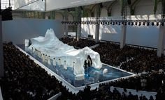 Chanel Fashion Show - Karl Lagerfeld is known not only for his impeccable style and fashion designs, but also for his eccentricities, and nothing proves that more than t. Set Design Theatre, Stage Design, Event Design, Karl Lagerfeld, Chanel Runway, Chanel Couture, Runway Fashion, Fashion Show, Fashion Design