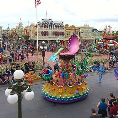 Here comes Ariel! #magickingdom #festivaloffantasy #littlemermaid