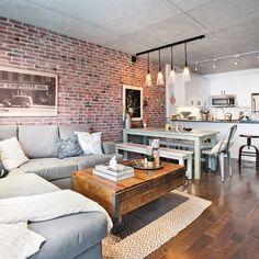 Aujourd'hui le refuge urbain de deux jeunes professionnels,ce condo présentait une myriade de possibilités lorsqu'ils l'ontacquis. Nouvellement construit, il ne demandait qu'à être aménagéet décoré. Le souhait des proprios? Profiter d'un espacechaleureux et confortable dans lequel ils pourraient relaxer. Ledéfi de la designer? Faire cohabiter cuisine, salle à manger etsalon sans cloisonner l'espace. Défi qu'elle a brillamment relevégrâce à des idées ingénieuses qui...