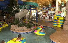Green Bay Wisconsin Hotels | Tundra Lodge Resort | Wisconsin Resort.  Looking for a place to stay with the kids?  This is a fabulous place down a few miles from Lambeau on Lombardi Ave!  Indoor water park and plenty of other amenities!