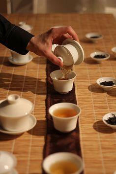 Tea tasting Oolong tea with zhong (gaïwan)