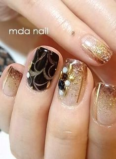 épinglé par ❃❀CM❁✿Gold nails