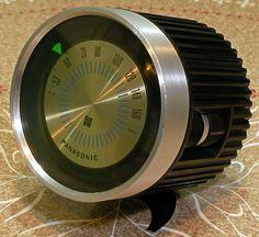 パナソニック70年代の小型トランジスタAMラジオ。レトロフューチャーなフォルムが存在感あります。この頃のパナソニック製品は斬新なデザインのものが多いですね...