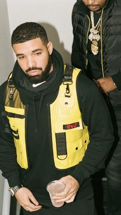 drake and odell broke up because, aubrey didn't think it would be important to say he actually really likes odie when he kissed him in front of his few gay teammates. Drake Fashion, Mens Fashion, Street Fashion, Black Boys, Black Men, Sweat Shirt, Drake Clothing, Drake Photos, Drake Wallpapers
