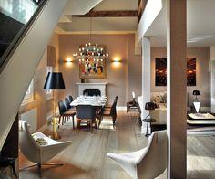 Le premier niveau de cette élégante résidence de luxe à l'agencement atypique