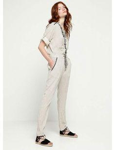 Combinaison : la bohèmeCombinaison beige et brodée à rayures noires, col chemise et manches longues retroussables, en coton et rayon, Deby Debo, 125 €.