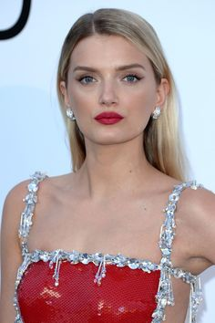 Lily Donaldson has the kind of face that carries any make-up well but, dressed in a glimmering scarlet #Prada gown, a wash of sheer metallic shadow and a matching lipstick made the perfect accompaniment. #Bulgari #amfAR #Cannes2016