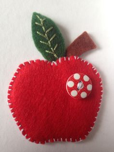 Xmas Crafts, Felt Crafts, Felt Ornaments, Christmas Ornaments, Drink Stand, Felt Flowers, Annie, Brooch, Wreaths