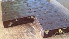 Baton de ciocolata cu nuca - etapa 9 Fudge, Tray, Table, Home Decor, Decoration Home, Room Decor, Tables, Desks, Desk