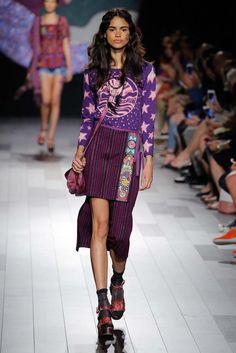 Anna Sui Spring 2018 Ready-to-Wear Fashion Show Collection Anna Sui Fashion, 90s Fashion, Daily Fashion, Runway Fashion, Fashion Brands, High Fashion, Fashion Outfits, Fashion Weeks, Fashion Spring