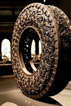 """""""Pneu"""" Wim Delvoye (Carved from a tire) How To Make Mirror, Tire Art, Laser Cut Metal, Classic Garden, Environmental Art, Land Art, Fractal Art, Installation Art, Art Boards"""