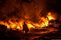 火炎瓶が飛び交い街が炎に包まれた、ウクライナで発生したデモの画像74枚 - GIGAZINE まさに地獄絵図。