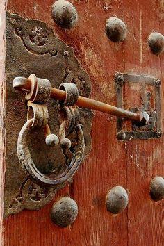DOOR HANDLE AND KNOCKER