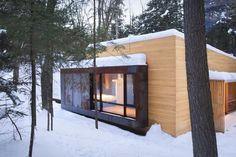 La Luge House by YH2 Architects. La Luge is a holiday home nested in the midst of the Canadian forest