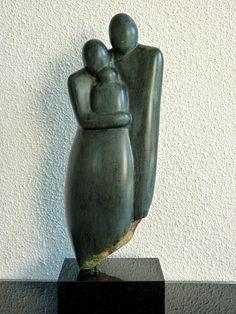 beeldhouwatelieramstelveen.punt.nl Rodin, Pop Art, Family Sculpture, Soapstone Carving, Bone Carving, Mother And Child, Garden Sculpture, Sculpting, Art Projects