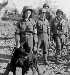 Ww2 History, Modern History, Women In History, Military History, Combat Medic, War Dogs, Female Soldier, Military Women, American Soldiers