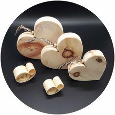Ein Herz aus Holz, Handgefertigt aus besonders intensiv duftenden Zirbenholz! Ein natürliches Geschenk von Herzen, liebevoll dekoriert!