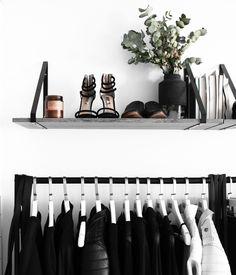Minimalist wardrobe IG: @rachelaust
