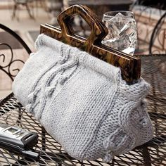 Uptown Chic Satchel - just like Mary Poppins - KNITTING - intermediate - measures x - use bulky yarn Bag Crochet, Knit Bag, Free Crochet, Creative Knitting, Creation Couture, Knitted Bags, Handmade Bags, Clutch Bag, Satchel Purse