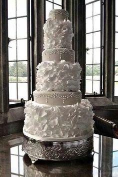 www.americanweddingacademy.com Американская Свадебная Академия делится вдохновением и о том, что в тренде в сфере свадебных тортов в 2014 году.