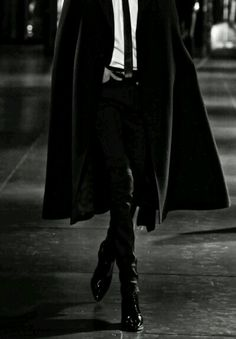 Image about fashion in mode by tia borg on we heart it Male Clothes, Black Clothes, Look Fashion, Mens Fashion, Bcbg, Look Man, Poses References, Character Inspiration, Ideias Fashion