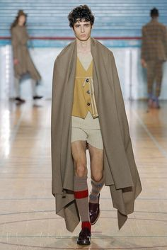Vivienne Westwood Fall 2017 RTW Pajamas for the discerning Hobbit London Fashion Weeks, Fashion Week Paris, Big Fashion, Fashion Show, Mens Fashion, Vivienne Westwood, Runway, Menswear, Couture