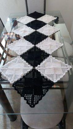 Granny Square Runner Pattern Diagram and Inspiration Crochet Motifs, Crochet Squares, Crochet Stitches, Knit Crochet, Crochet Patterns, Lace Table Runners, Crochet Table Runner, Crochet Tablecloth, Diy Crafts Crochet