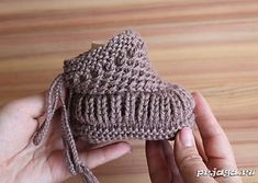 Ravelry: Warm baby booties pattern by Katerina Mushyn You are in the right place about babyschuhe si Baby Booties Knitting Pattern, Crochet Baby Booties, Baby Knitting Patterns, Baby Patterns, Free Knitting, Crochet Patterns, Knitting Needles, Crochet Baby Sandals, Crochet Shoes
