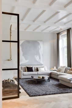 Modern | interior | living | luxueus | wooden floor | light colors | glass door