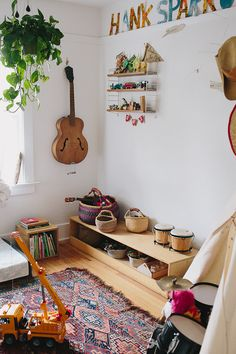I love this Montessori style bedroom belonging to Henry, the son of Photographer Jamie Street. Natural coloured wood, baskets ...