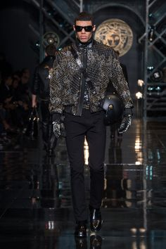 Versace Men's Wear Autumn Winter 14/15 fashion show - #VersaceLive #Versacemenswear #Versace