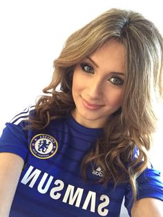 Sophie Rose - The one & only Chelsea Lady Hot Football Fans, Football Girls, Chelsea Football, Soccer Fans, Chelsea Fans, Chelsea Girls, Weave Hairstyles, Cool Hairstyles, Sport Hair
