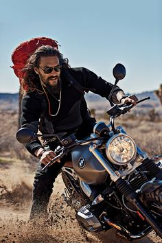 Jason Momoa: Rock Climber, Motorcycle Rider, Axe Hurler, Terrific Dad Momoa is the real deal, and that's why Hollywood is betting on him to be the next great superhero as Aquaman. Jason Momoa Aquaman, Aquaman Actor, Gq Usa, Foto Portrait, Style Masculin, My Sun And Stars, Mode Boho, Khal Drogo, Hommes Sexy