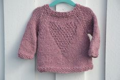 Ravelry: PERLE babygenser pattern by Marit Sættem Kids Knitting Patterns, Knitting For Kids, Crochet For Kids, Baby Patterns, Hand Knitting, Knit Crochet, Toddler Sweater, Baby Girl Sweaters, Baby Cardigan