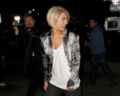 Chelsea Kane: Cleo's Cutie: Photo Chelsea Kane sports a red streak in her hair as she heads into Cleo's in Hollywood on Monday night (March The actress and her partner Mark Ballas… Cute Haircuts, Cute Hairstyles, Hairdos, Hairstyle Ideas, Cut And Style, Cut And Color, Short Hair Cuts, Short Hair Styles, Hair Locks