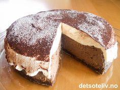 "En kaloribombe ""made in heaven"". Norwegian Cuisine, Norwegian Food, Norwegian Recipes, Pudding Desserts, Mousse Cake, Baileys, Cake Recipes, Cake Decorating, Food And Drink"