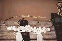 18.Στέφανα γάμου με επάργυρη βέργα και μεταξωτά λουλούδια Wedding Wreaths, Weeding, Decor, Vintage, Grass, Decoration, Weed Control, Wedding Garlands, Killing Weeds