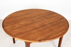 Round Teak Dining Table with Two Leaves | Studio Fabrika