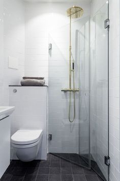Tiny bathrooms 441141725998850268 - Small bathroom remodel ideas tiny spaces 36 Source by valiapetkova Bathroom Layout, Bathroom Interior, Modern Bathroom, Bathroom Ideas, Narrow Bathroom, Bathroom Designs, Shower Ideas, Budget Bathroom, Very Small Bathroom