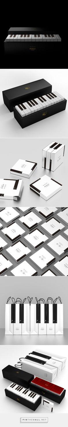 Marais cake packaging designed by Latona Marketing Inc. (Japan) Piano - http://www.packagingoftheworld.com/2016/04/marais.html
