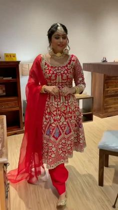 Punjabi Salwar Suits, Punjabi Suits Party Wear, Bridal Makeup Videos, Best Bridal Makeup, Chandigarh, Pakistani Fancy Dresses, Indian Wedding Video, Indian Embroidery, Hand Embroidery