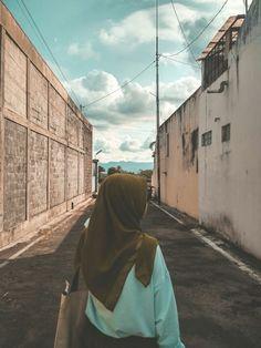 Modern Hijab Fashion, Hijab Fashion Inspiration, Aesthetic Photo, Aesthetic Girl, Aesthetic Hoodie, Stylish Hijab, Profile Pictures Instagram, Islamic Girl, Teenage Girl Photography