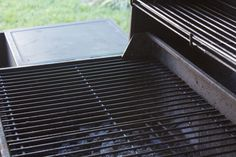 Cast iron grill grates used on outdoor gas or charcoal grills need proper seasoning and regular care. The cooking process aids grate maintenance. Cast iron is porous, and as meat cooks, its fats and oils soak into the pores where they harden. This provide How To Clean Bbq, Clean Grill, Grill Cleaning, Bbq Grill, Cast Iron Grill, Cast Iron Cooking, Bbq Grates, Season Cast Iron Skillet, Gas Grill Reviews