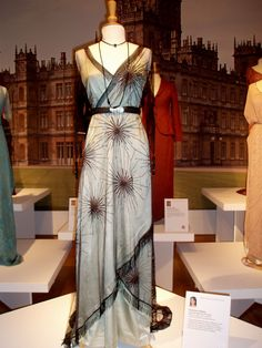 Downton - Lady Mary dinner gown. (TV costume, not vintage, still awesome.)