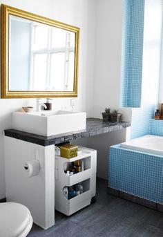 2. TILFØR CHARME MED ET FINT MØBEL. Har du et ældre badeværelse, som ...