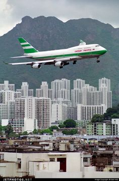 Cathay Pacific Boeing 747-467 (registered B-HOP) on finals for Hong Kong-Kai Tak
