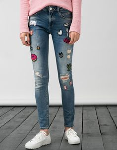 BSK jeans with contrasting patches. Discover this and many more items in Bershka with new products every week